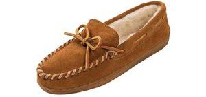 Minnetonka Men's Pile Lined - Slippers for Narrow Feet